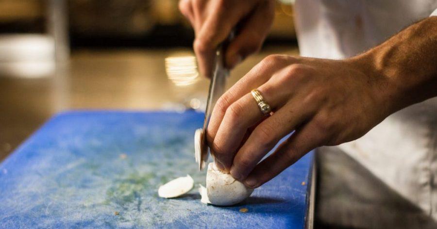 【廚房助手】不要再炒了!6個最新助手職缺報乎你知!